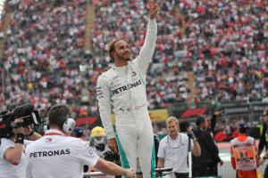 Hamilton reveals grandfather died days before title win