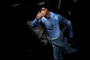 Hamilton bans sixth F1 title talk