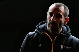 """Renault boss slams """"unacceptable"""" engine problems in double DNF"""