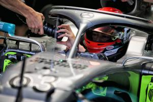Russell plays down Mercedes fastest lap in Bahrain test