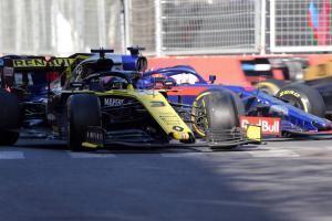 Ricciardo apologies to Kvyat for 'panic' clash