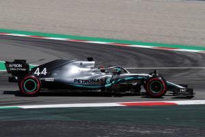 Hamilton pulls clear in final Spanish GP practice