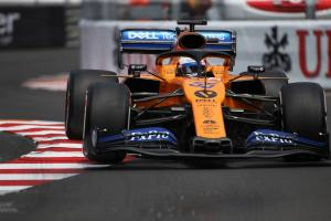 Sainz warns McLaren against 'huge mistake' after strong start