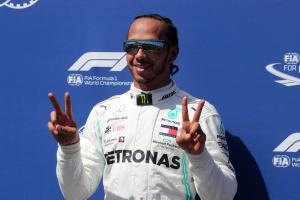 Hamilton picks his moment to charge ahead of Bottas to pole