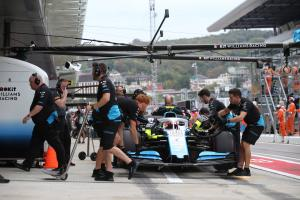 Williams names cause of Russell's Russian GP off, explains Kubica DNF