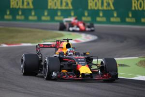 Ricciardo 'outfoxes' rivals with strategy switch sprint