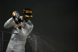 Hamilton's 'aggressive caution' leads his F1 title charge