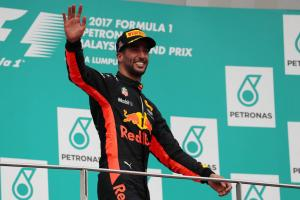 Ricciardo felt 'lonely' in Malaysia before unexpected Vettel charge