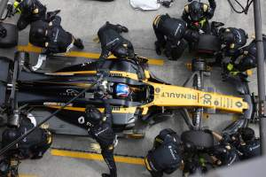 Pit stop improvements key for Renault in 2018