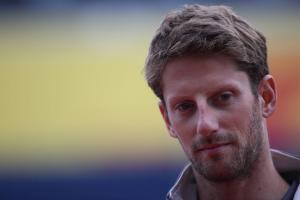 VIDEO: Grosjean sparks F1 seatbelt debate in driver briefing