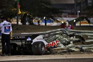 "Hamilton praises F1 safety standards after Grosjean's ""horrifying"" crash"