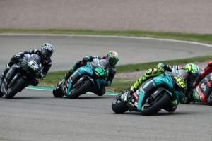 Punya Kecepatan, Valentino Rossi Tertahan Pembalap Lain