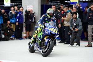 Rossi comeback a model for 'passion, motivation'