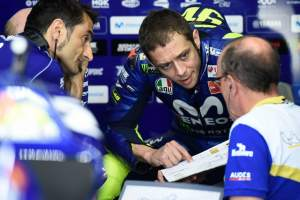 Rossi in 'crisis' after two laps