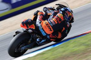Moto2 Brno: Oliveira on top after final lap battle