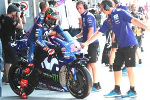 Vinales: A bike hit my wheel and I just flew