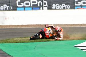 Marquez recovers from 'worst Friday' to keep pace at front