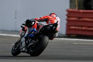 Dovizioso edges out Crutchlow at Silverstone