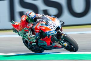 Dovizioso leads Crutchlow in FP1 at Motegi