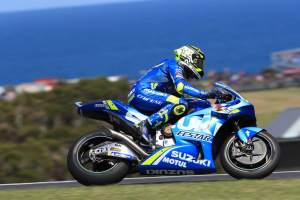 Iannone leads Petrucci in tight FP2