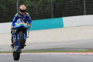 'On fire' Rins powers to the front at Sepang