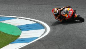 Lorenzo had a scare at same corner as Marquez