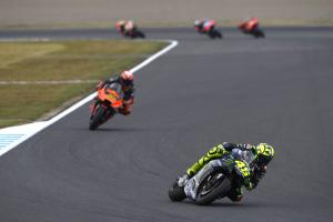 Rossi: Early chaos, late crash in 'difficult race'