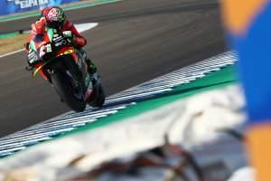 Aleix: The Aprilia cannot do that riding style