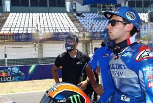 'Luar biasa' - Rins menyelamatkan 10, debut Suzuki holeshot