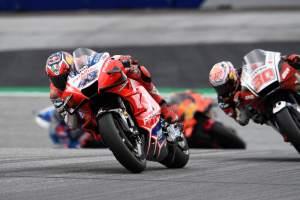 Miller shrugs off shoulder pain, misses out on MotoGP glory again