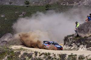 Neuville takes WRC title lead with Portugal win