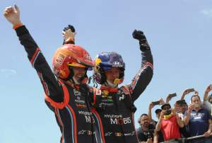 Neuville reels in Ogier to win by 0.7s!