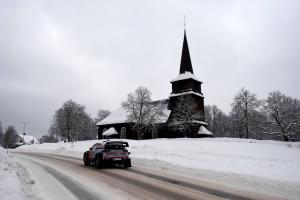 Neuville edges clear of Breen at Rally Sweden