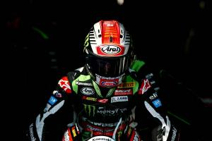 Rea keeps clear as Lowes closes in