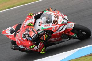 Savadori leads Camier in tricky weather at Phillip Island