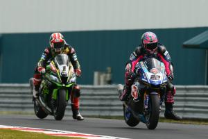 Rea keeps clear of Lowes in Misano