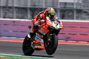 Davies avoids needing surgery on collarbone fracture