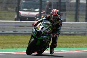 Rea retains top spot, Davies into Q1 after fiery crash