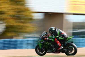 Sykes shocks Rea for lap record pole position at Magny-Cours