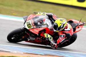 Bautista lands pole in late red flag shake-up