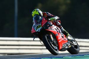 Bautista wins Jerez opener as Rea, Lowes collide on final bend