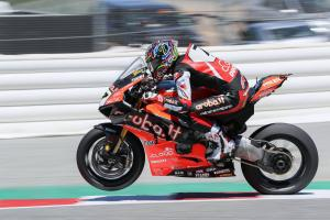 Dominant Davies powers to first win of 2019 to end Rea streak