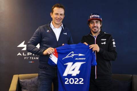 Why it 'took one minute' for Alonso to extend F1 career with Alpine