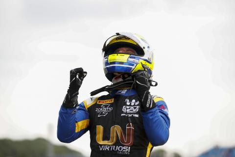 Ghiotto battles Latifi for Formula 2 feature win at Silverstone