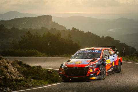 Neuville in command at Rally Spain as Evans falters