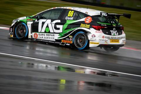 Cook snatches pole from Smiley at Donington Park