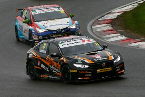 Cammish leads Cook in wet opening practice