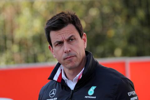 Wolff won't 'fish' other drivers until Hamilton's plans defined