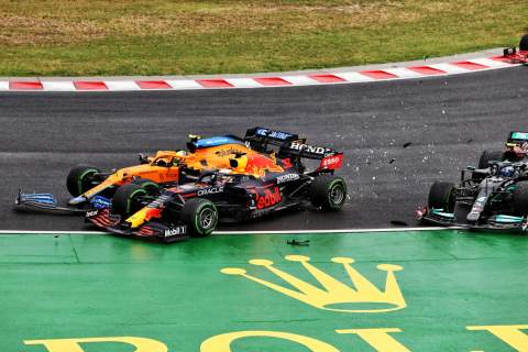 Valtteri Bottas (FIN) Mercedes AMG F1 W12; Lando Norris (GBR) McLaren MCL35M and Max Verstappen (NLD) Red Bull Racing RB16B crash at the start of the race.