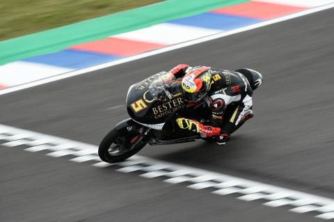 Moto3 Argentina: Masia converts pole to win after last corner scramble